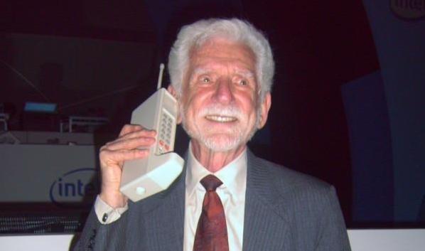 ilk cep telefonu bulan adam